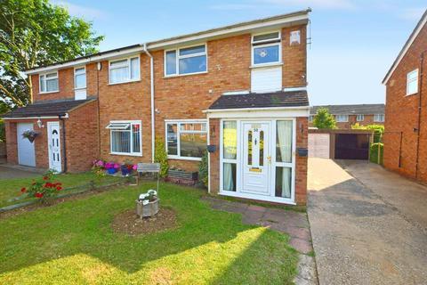 3 bedroom semi-detached house for sale - Ventnor Gardens, Bramingham, Luton, Bedfordshire, LU3 3SN