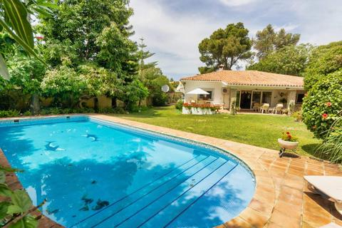 4 bedroom detached villa - Atalaya Isdabe, Malaga, Spain
