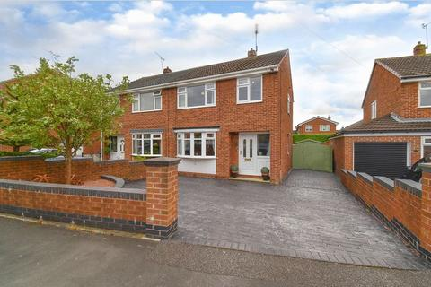 3 bedroom semi-detached house for sale - Poplar Avenue, Northwich