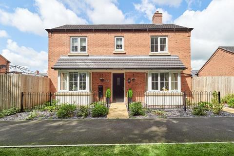 3 bedroom detached house for sale - Geneva Way, Biddulph, ST8 7FE