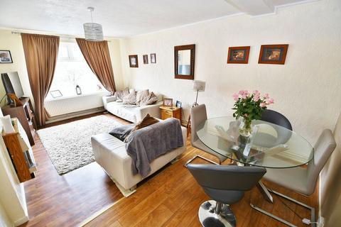 2 bedroom flat for sale - Moss Meadow Road, Salford
