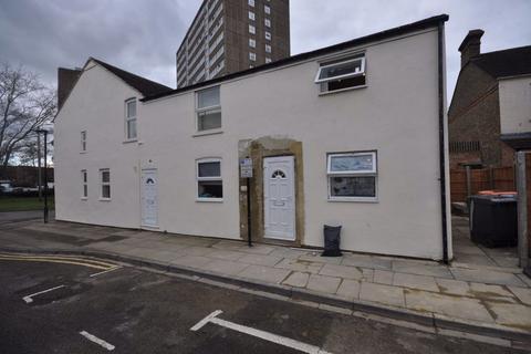 2 bedroom flat to rent - Queen Street, Bedford