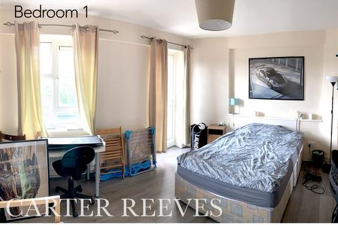 3 bedroom flat to rent - Clarence Way, London