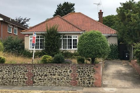 4 bedroom detached bungalow to rent - Dumpton Park Drive, Kent CT10