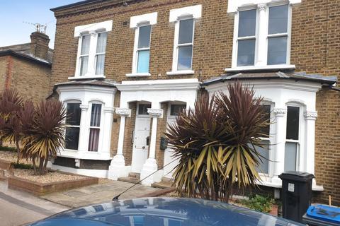 5 bedroom detached house to rent - Hardman Road, Kingston Upon Thames, KT2