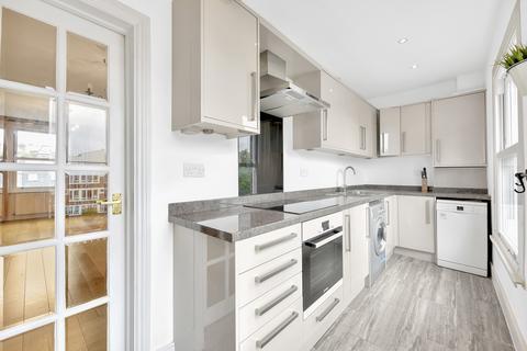 2 bedroom flat for sale - Battersea Park Road, London, SW11
