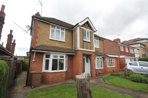 6 bedroom detached house for sale - Dunstable Road, Luton