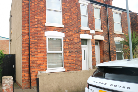 3 bedroom terraced house to rent - Leads Road, Hull, East Riding of Yorkshire, HU7