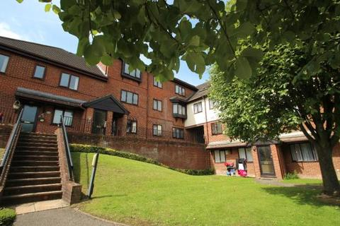 2 bedroom flat to rent - Sovereign Court, Totteridge Avenue, High Wycombe HP13