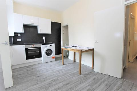 2 bedroom house to rent - Ascot Road, London, N18