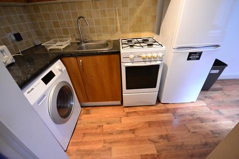 2 bedroom flat to rent - New Cross Road, SE14