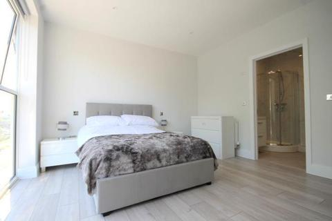 2 bedroom flat to rent - Keshava House, South Street, Staines-Upon-Thames, TW18