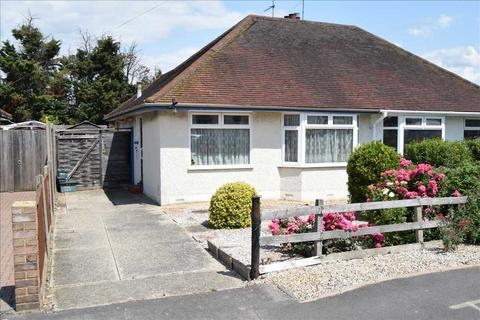 2 bedroom bungalow for sale - Baddow Hall Crescent, Great Baddow, Chelmsford