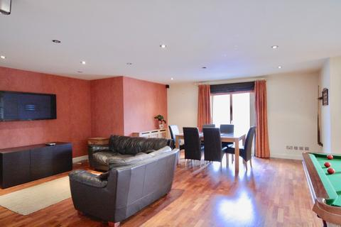 2 bedroom apartment for sale - Henke Court, Cardiff Bay, Cardiff