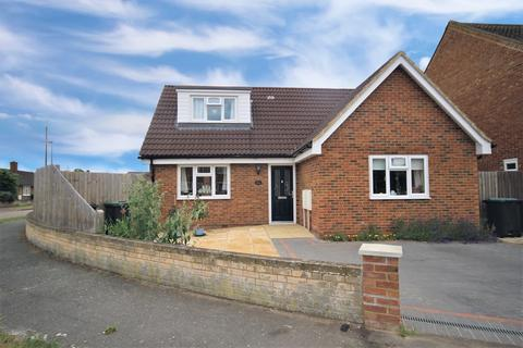 3 bedroom detached bungalow for sale - Kingsway, Stotfold, Hitchin, SG5