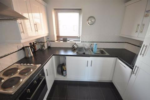 2 bedroom flat to rent - Mere Drive, Salford