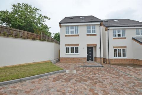 4 bedroom detached house to rent - Colin Place, 10 min walk to Luton Train Station