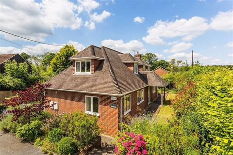 3 bedroom detached house for sale - Vann Road, Fernhurst, Haslemere, Surrey, GU27