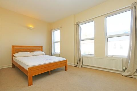 4 bedroom flat to rent - Gilbey Road, Tooting