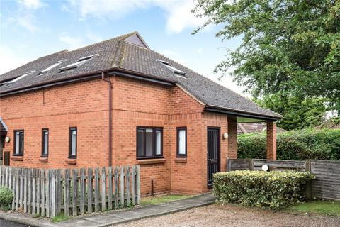 2 bedroom apartment to rent - Plested Court, Stoke Mandeville, Aylesbury, HP22