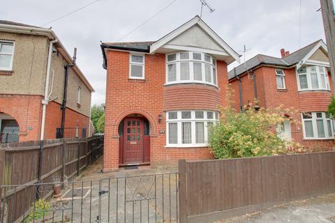3 bedroom detached house for sale - Hazeleigh Avenue, Woolston