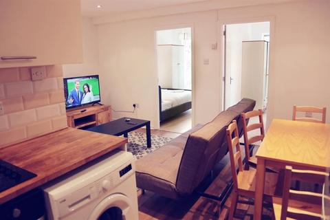 2 bedroom flat to rent - Camden Road, London, Greater London