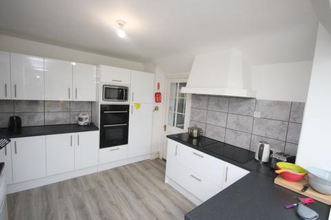 1 bedroom detached house - Talbot Road, Winton