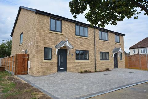 4 bedroom semi-detached house for sale - Great Gardens Road, Hornchurch, Essex RM11