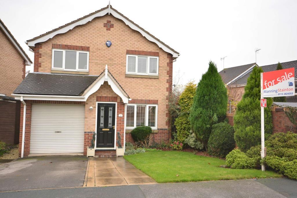 3 Bedrooms Detached House for sale in Oulton Drive, Oulton, Leeds