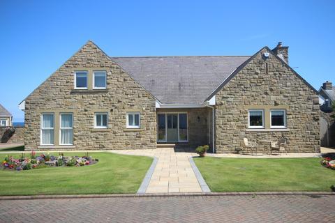 5 bedroom detached bungalow for sale - Old Hartley, Whitley Bay, NE26 4RL