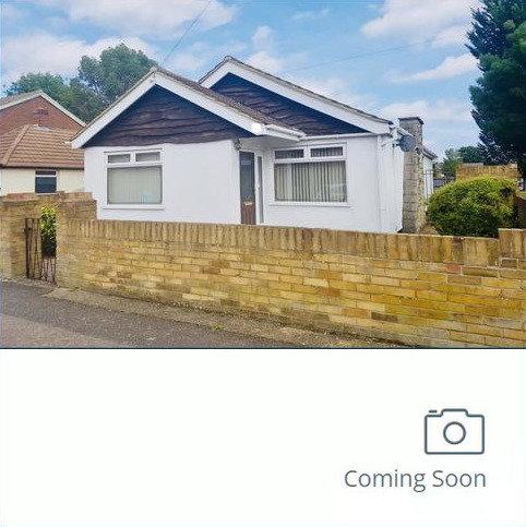 2 bedroom detached bungalow for sale - Alexandra Road, Ashford, TW15