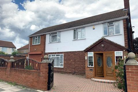 5 bedroom detached house for sale - Munster Avenue, Hounslow, TW4
