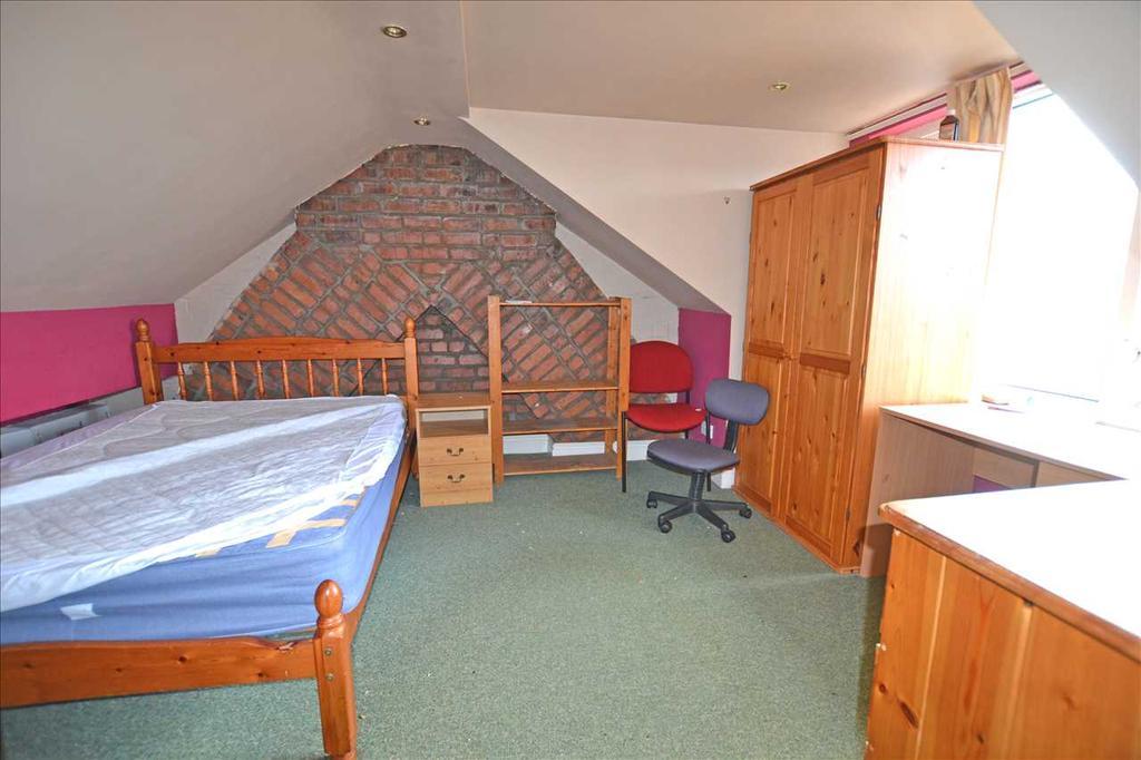 Top floor bedroom no. 3