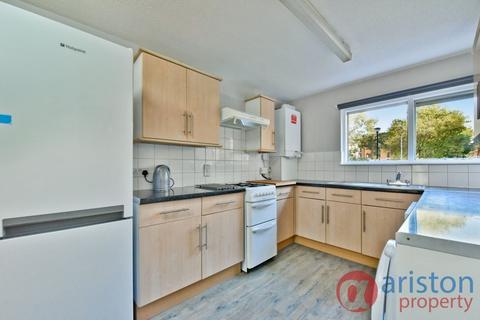 5 bedroom house to rent - Nyton Close, Archway N19