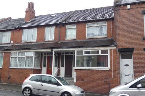 3 bedroom terraced house for sale - Sandhurst Road, Leeds LS8
