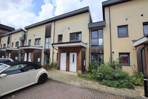 2 bedroom ground floor maisonette to rent - Arnhem Road, Chelmsford