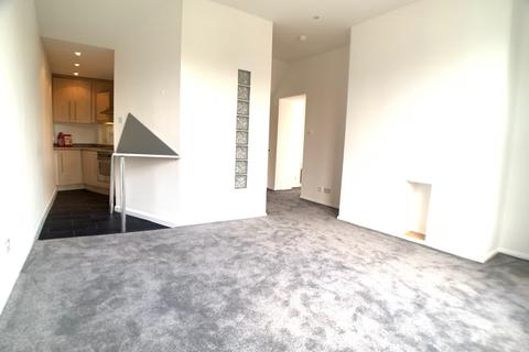 1 bedroom apartment to rent - Saxton House