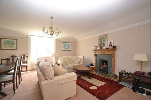 2 bedroom flat to rent - Royal Terrace              Available: 23rd September