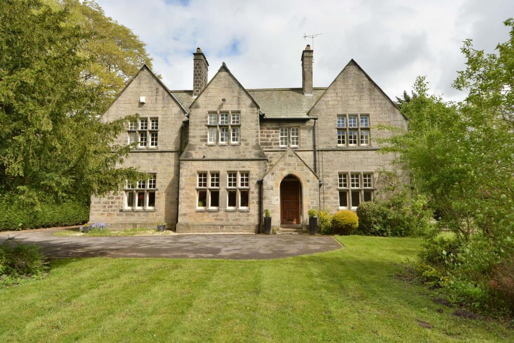 5 Bedrooms Detached House for sale in The Old Vicarage, Otley Road, Killinghall, Harrogate, North Yorkshire