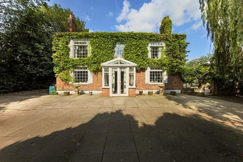 5 bedroom property for sale - The Cottage, Newcastle Road, Nantwich