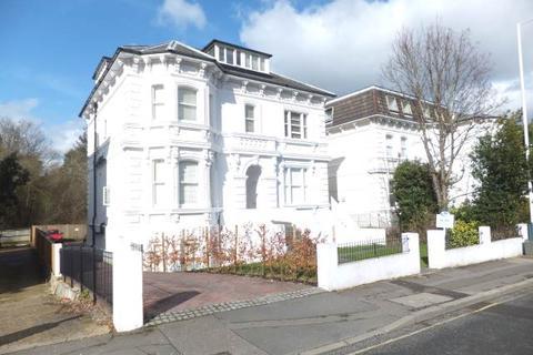 Studio to rent - Upper Grosvenor Road, Tunbridge Wells, Kent