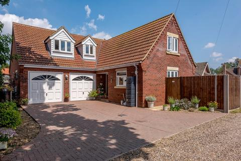 4 bedroom detached house for sale - Orchard Close, Blofield Heath, Norwich, NR13