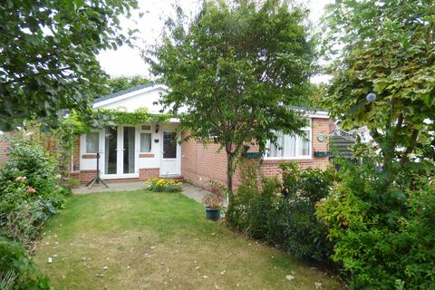 2 bedroom detached bungalow for sale - Vernalls Gardens, Northbourne, Bournemouth