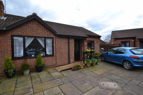 2 bedroom semi-detached bungalow to rent - Aldermans Way, Brandesburton