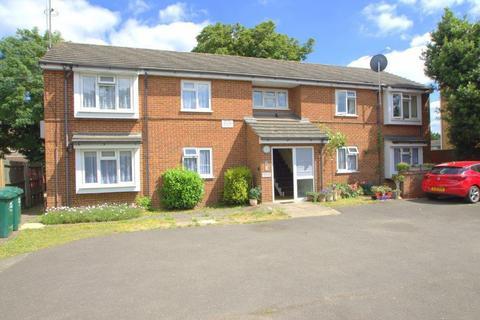 2 bedroom flat for sale - Cadbury Close, Sunbury-On-Thames, TW16