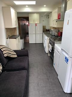 1 bedroom house share - RM2, 275 HUBERT ROAD, Room 2