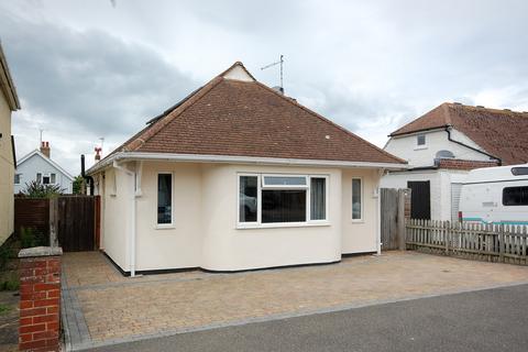 2 bedroom detached bungalow for sale - Oakdale Road, Herne Bay