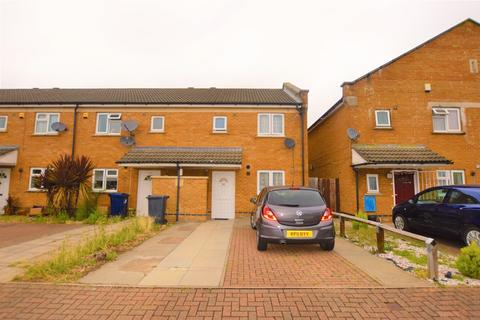 3 bedroom end of terrace house for sale - Old Manor Road, Southall