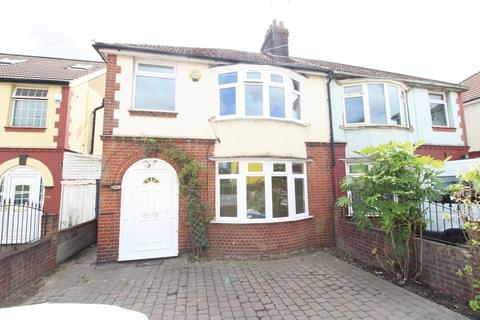 3 bedroom semi-detached house to rent - TRADITIONAL HOME on Dunstable Road, Luton