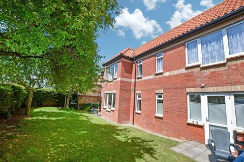 1 bedroom apartment for sale - The Lodge, Holland on Sea